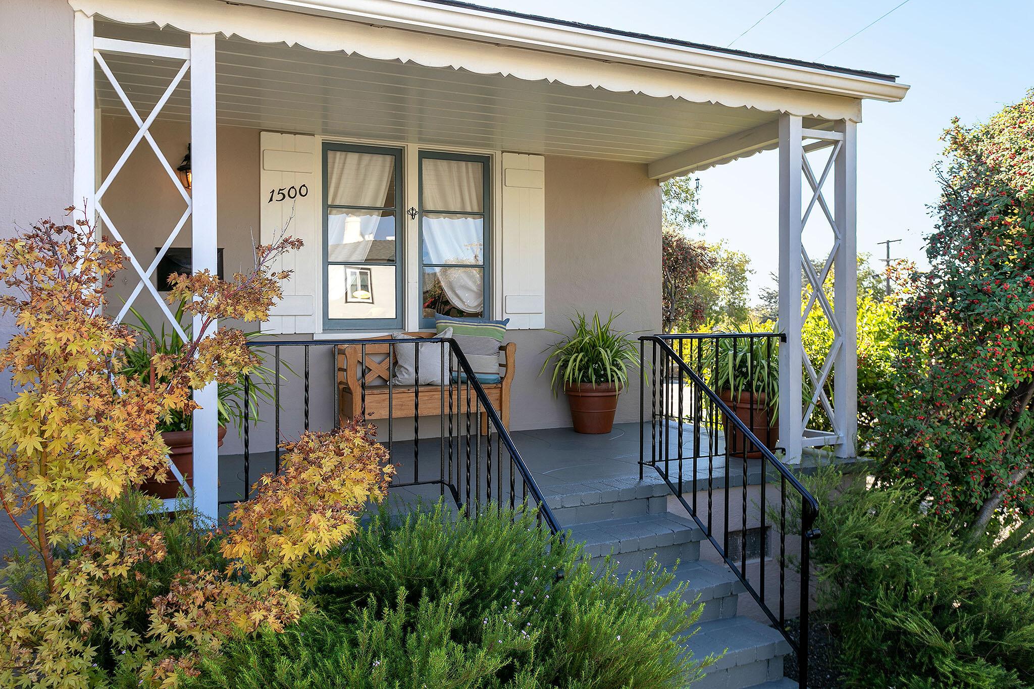 04 Front porch2.jpg