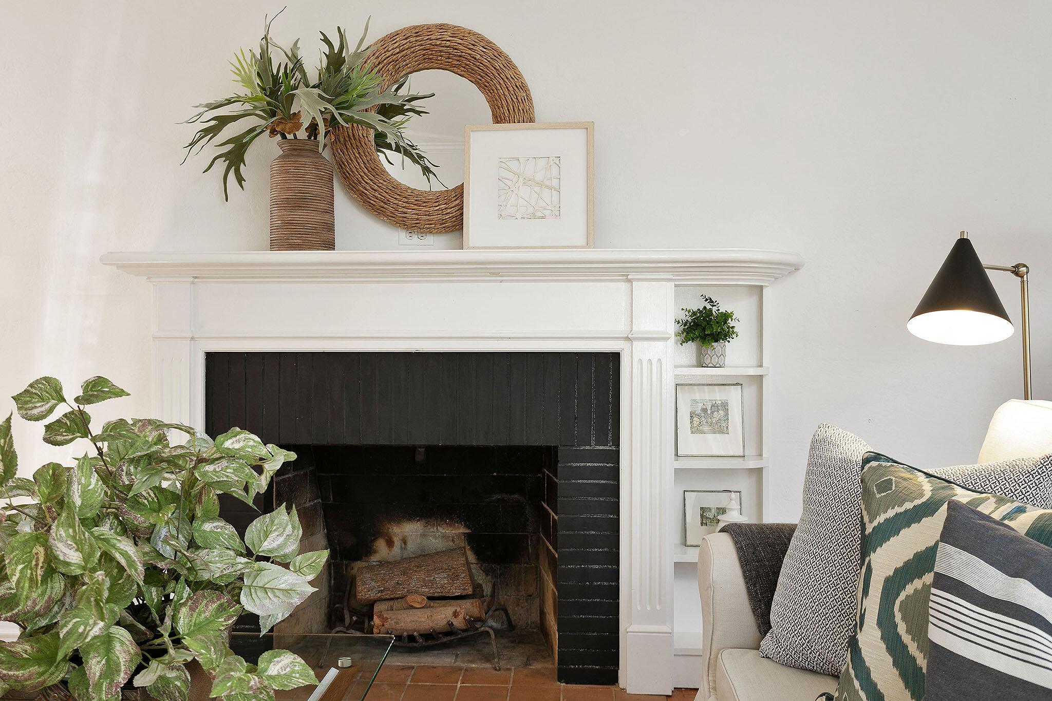 09 Liv fireplace detail.jpg