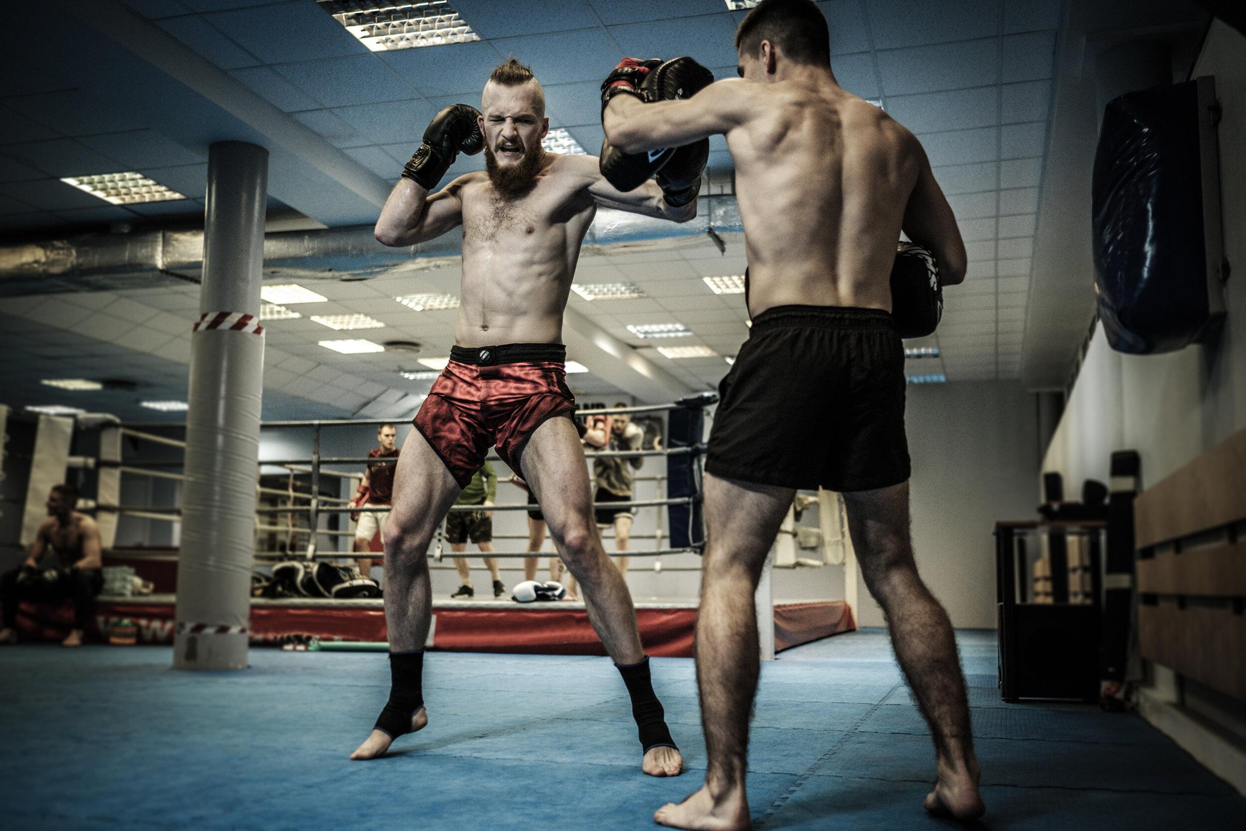 KICK & THAIBOXEN - Der Kampf im Stand - mit Knie & Ellbogeneinsatz. Anfängergerechtes Aufbautraining - Auspowern und Gas geben!Mehr zu Kick & Thaiboxen erfahren ➝
