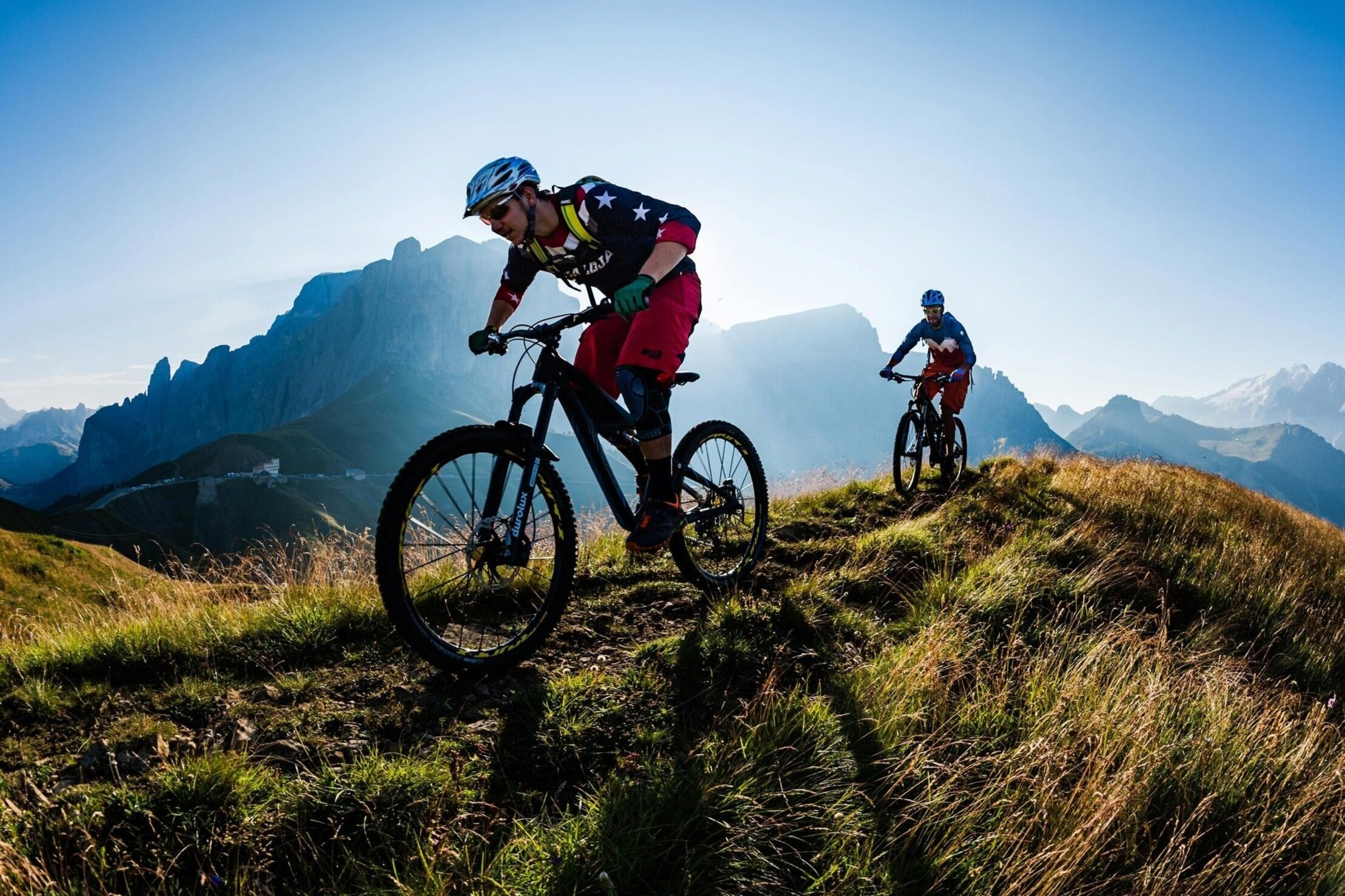 a-pair-of-mountain-bikers-riding-in-the-dolomites-range-in-noertheastern-italy%2B%25281%2529.jpg