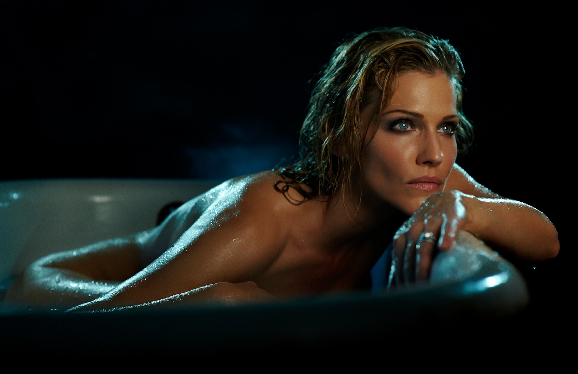 Andrea Osvárt Nuda in the tub — cinematic pictures group