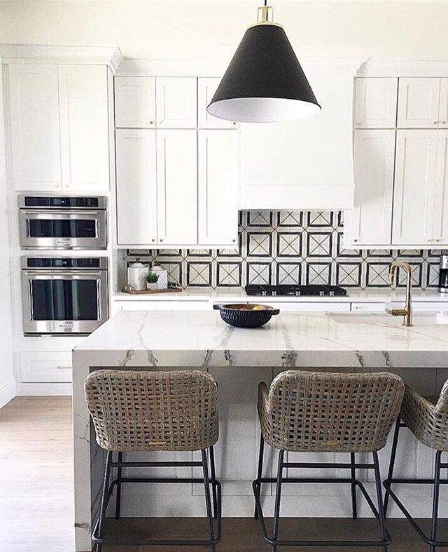 White cabinets never go out of style! . Check out our website for these cabinets and many more cabinet options. . *Cabinets shown in Shaker White* . . . . 📸: @sollidcabinetry . #designer #interiordesign #kitchencabinets #utahbusiness #kitchendesign #cabinet #innovationcabinets #utah #utahrealestate #whitecabinets #architecture