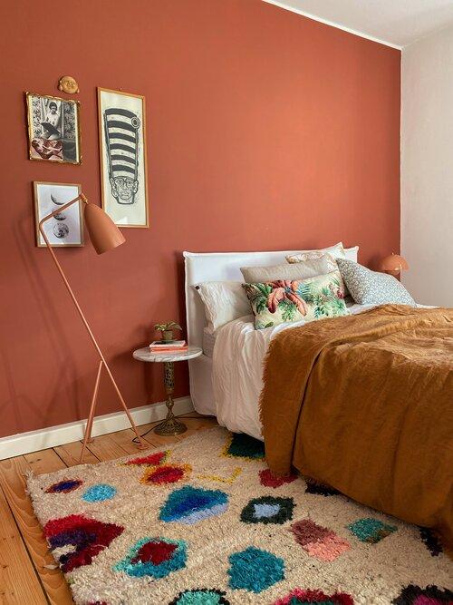 kamar tidur terracotta warna earth tone