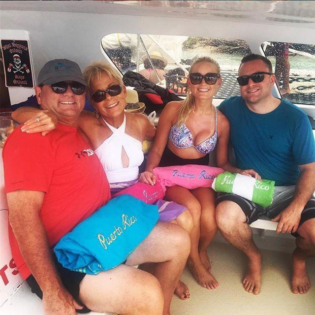 Fun for the whole family 📸 - leahlynnbabe #saltydogpr #saltydogcatamaran #boatlife #beachlife #islandlife #prtourism #isladelencanto #pr #catamaran #travel #snorkeling #boricua #turismo #puertorico #visitpuertorico #familyfun #beachvibes #vibes #seepuertorico #visitus #booknow #beach #paradise #saltydog #explore #explorepuertorico #sanjuan #icacosisland #islapalomino