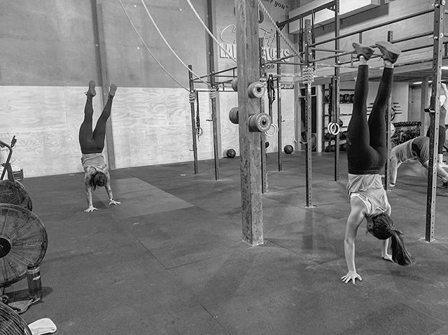 100ft HSW Buy in today 😊  #crossfit #gymnastics #handstandwalk