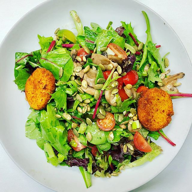 Special salad with goat cheese