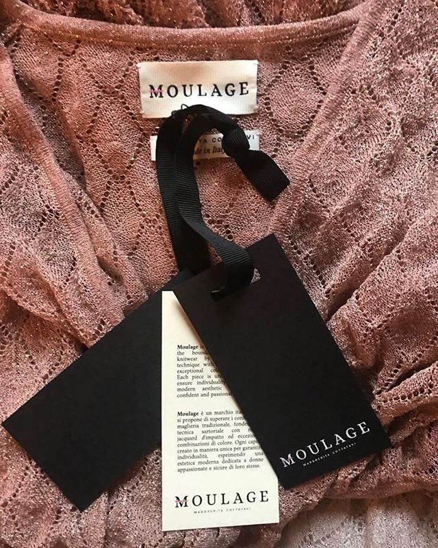 MOULAGE SS19 💕  SS19 #m_oulage #luxuryknitwear #fashion #fashiondesigner #madeinitaly #sartorial #detail #shooting #fashionphotographer #mood #summer #ss19 #beachwear #ss19collection #pink