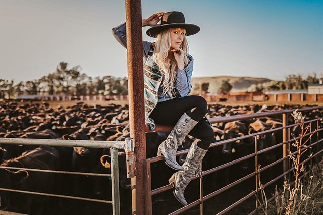 Tomorrow we ship. I won't be wearing this outfit.  Honestly, life has been bananas of late. I mean, ranch life is always a little hectic in every season - but it's felt a little extra of recent. Shipping always seems to mark a place where we can take a breath, though. I'm ready for that.