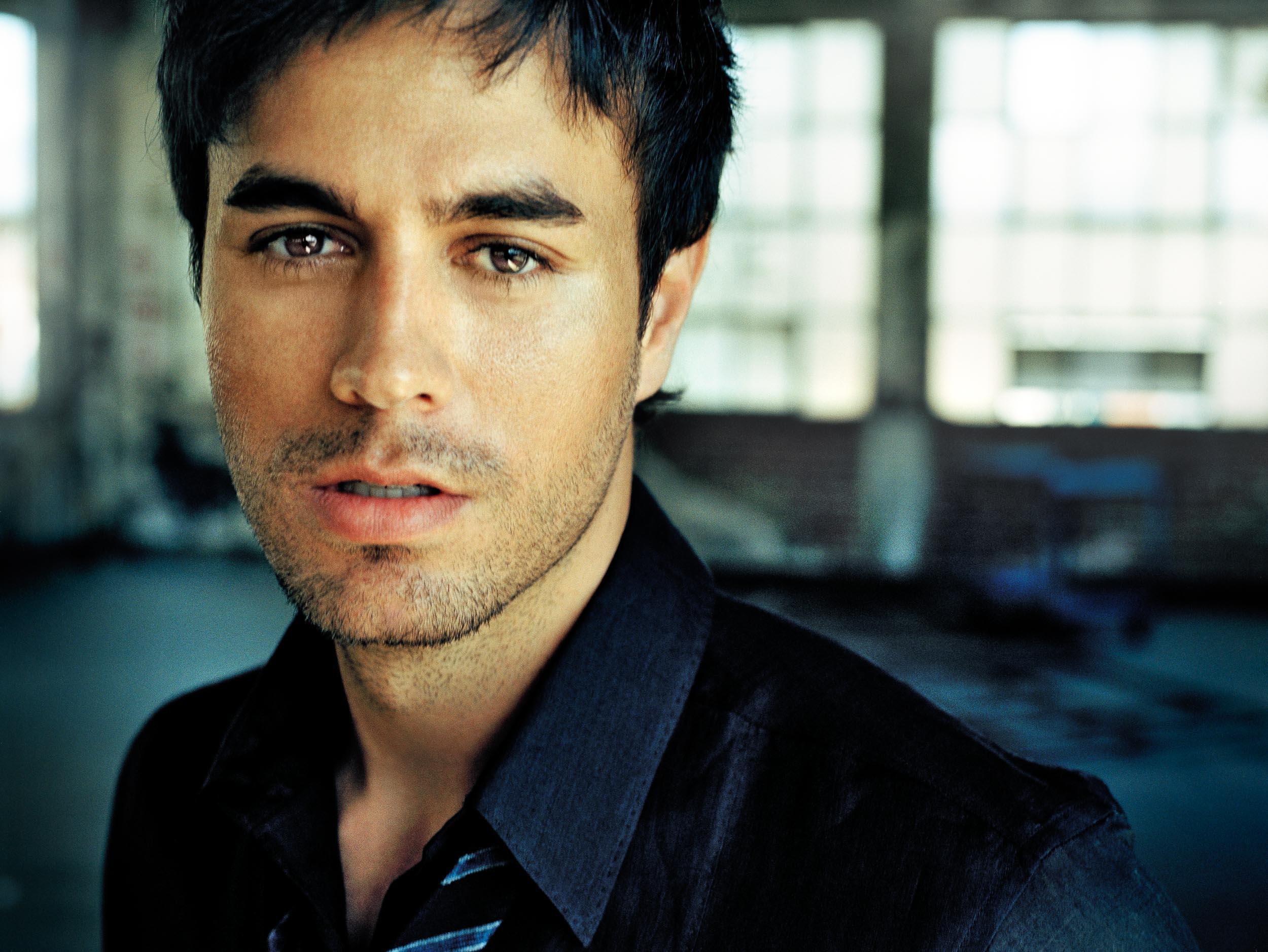 Enrique_Iglesias-Chapman_Baehler07.jpg