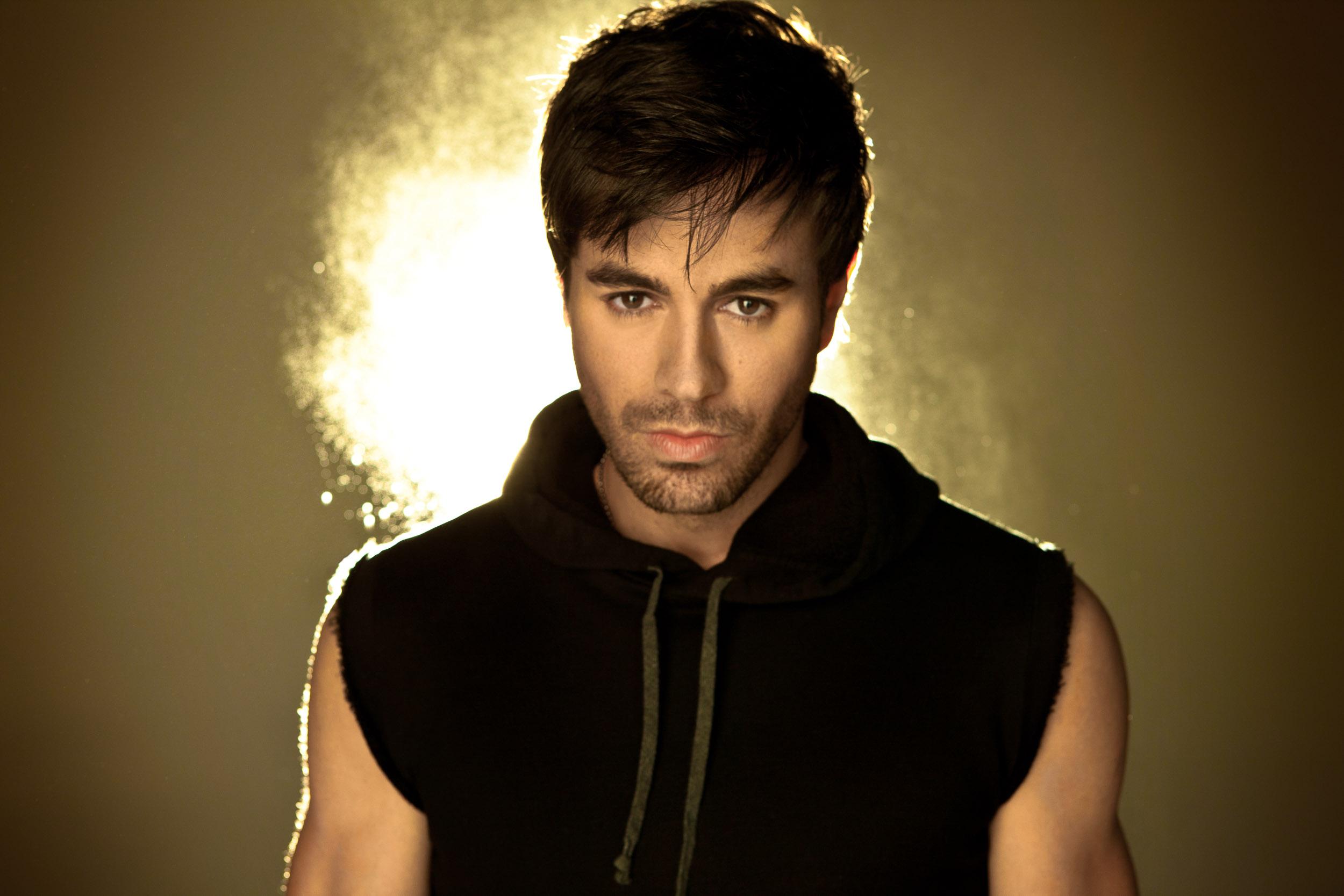 Enrique_Iglesias-Chapman_Baehler11.jpg