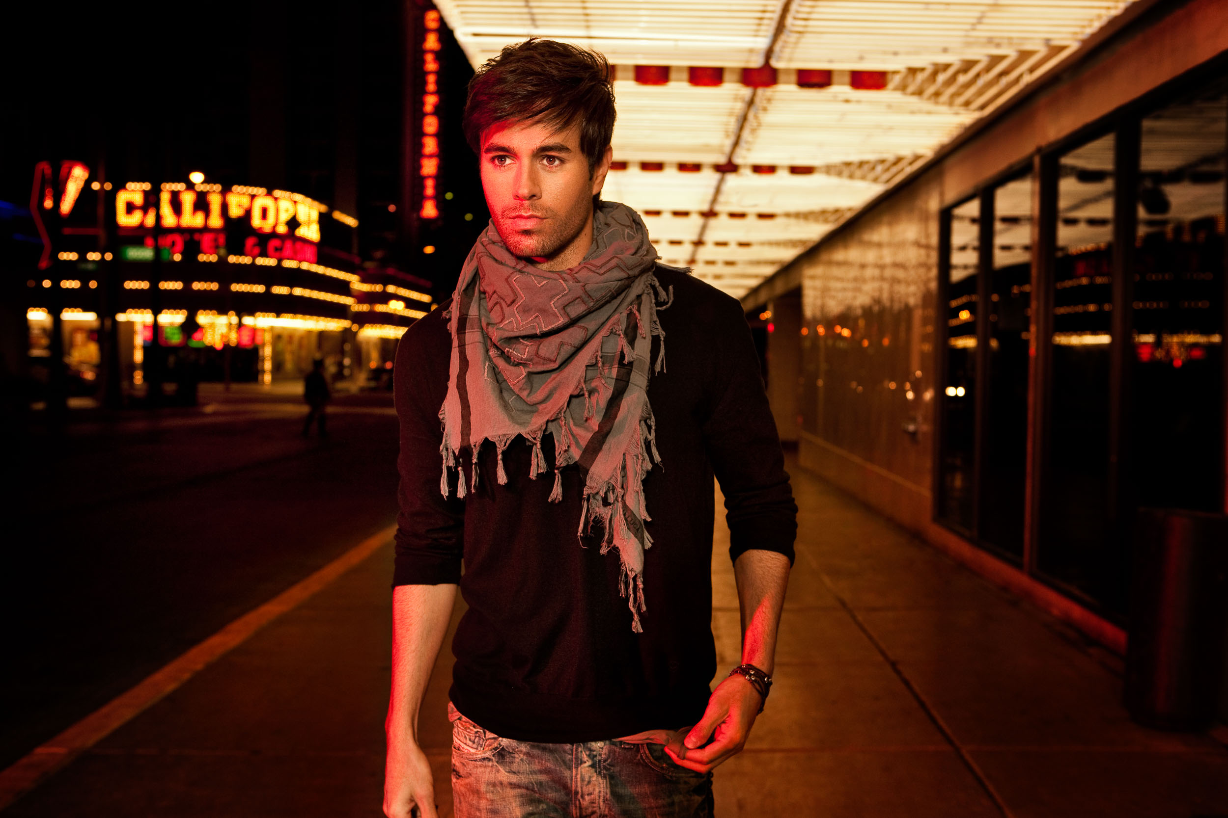 Enrique_Iglesias-Chapman_Baehler22.jpg