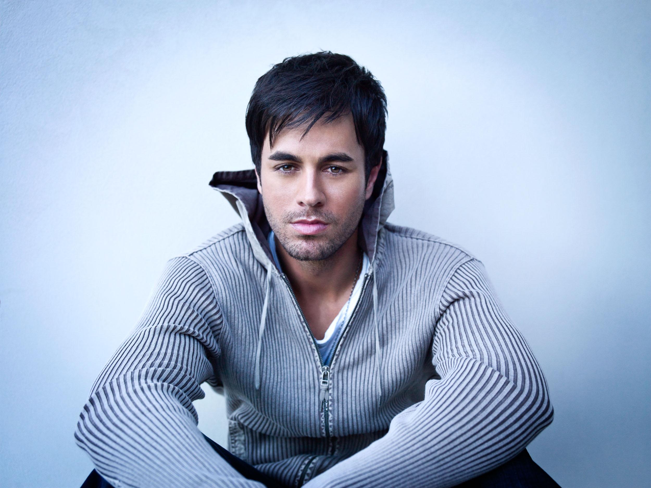 Enrique_Iglesias-Chapman_Baehler25.jpg