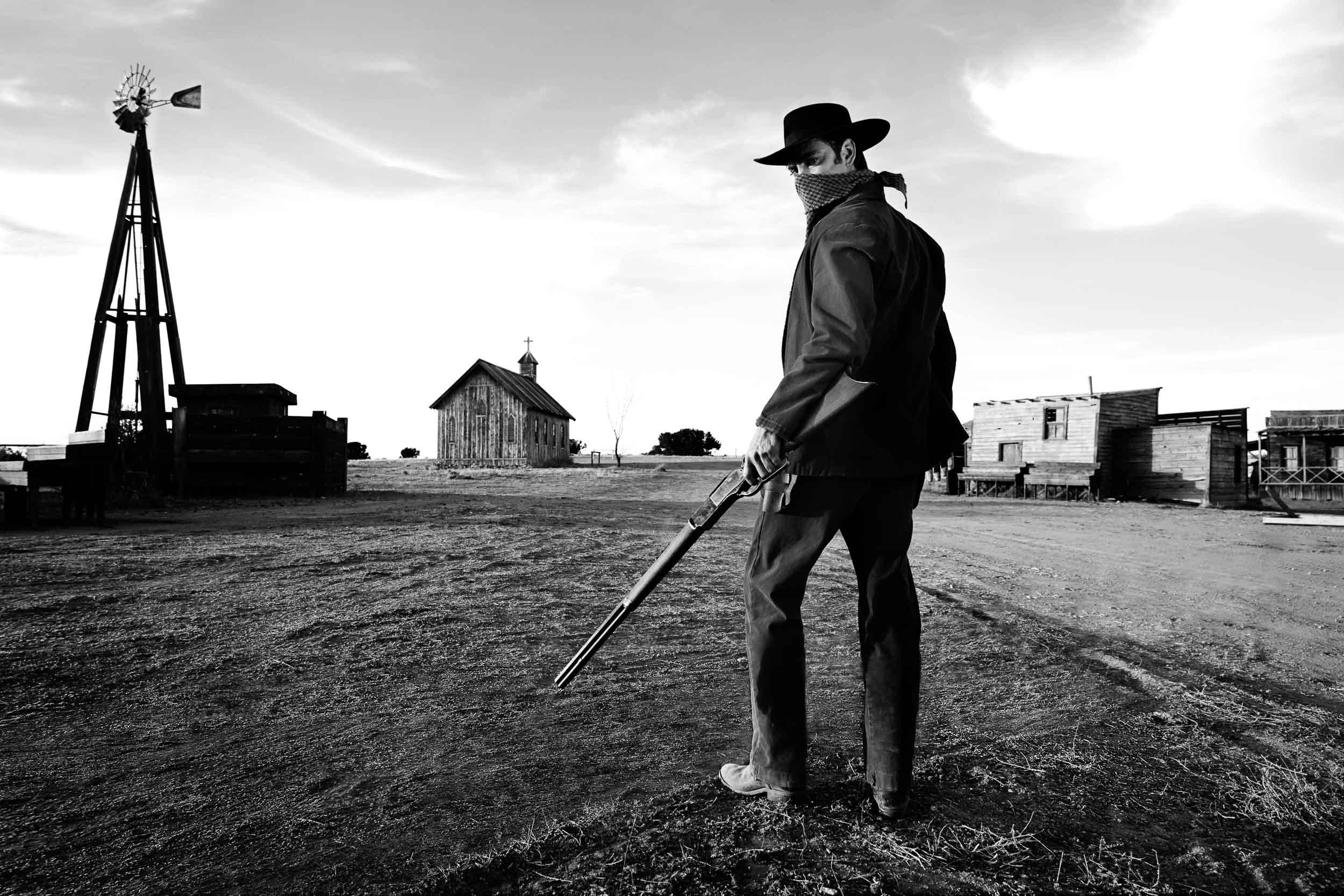 Gunslingers-Chapman_Baehler01.jpg