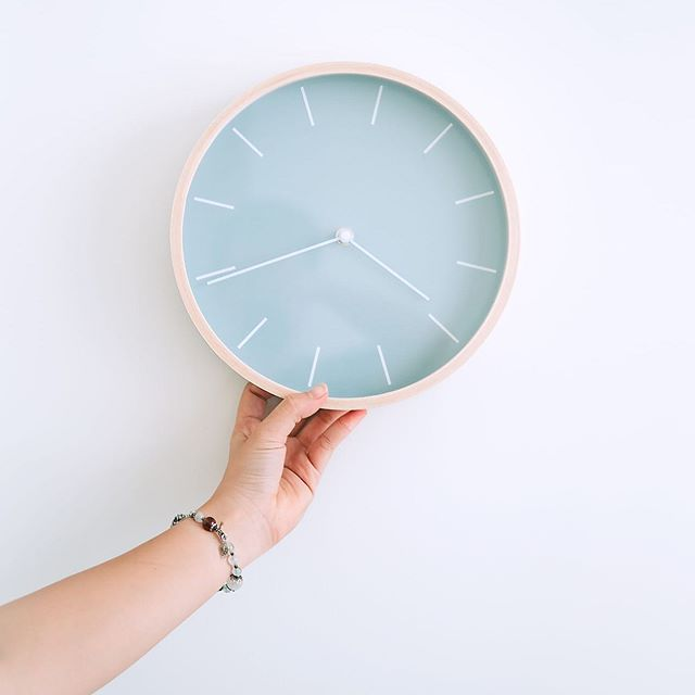 Guess what time it is?⠀ It is time to do something MORE FOR YOU! ⠀ ⠀ You know what you are worth, and there's no better time than now to start being valued for your expertise. Join us and keep more of the fees you generate. Be your own boss or partner with our world class practice.⠀ The options are endless when you join the society of MOVERS, SHAKERS, and BEAUTY MAKERS. ⠀