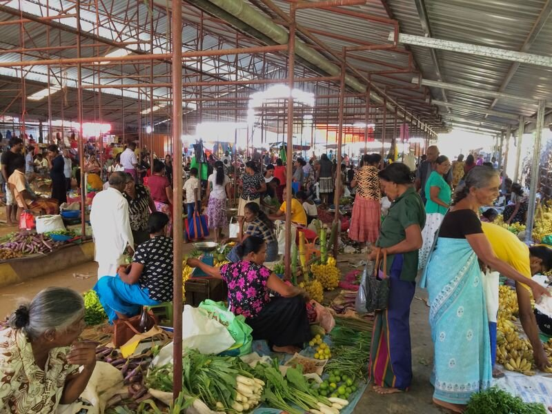 Sunday market - Get an insight into the huge variety of fruits and vegetables of Sri Lanka at the colourful Sunday market in Tangalle. Everything is super fresh and you will find many new things to try. Just buy the items you want to taste and our chef will show you how to prepare it.