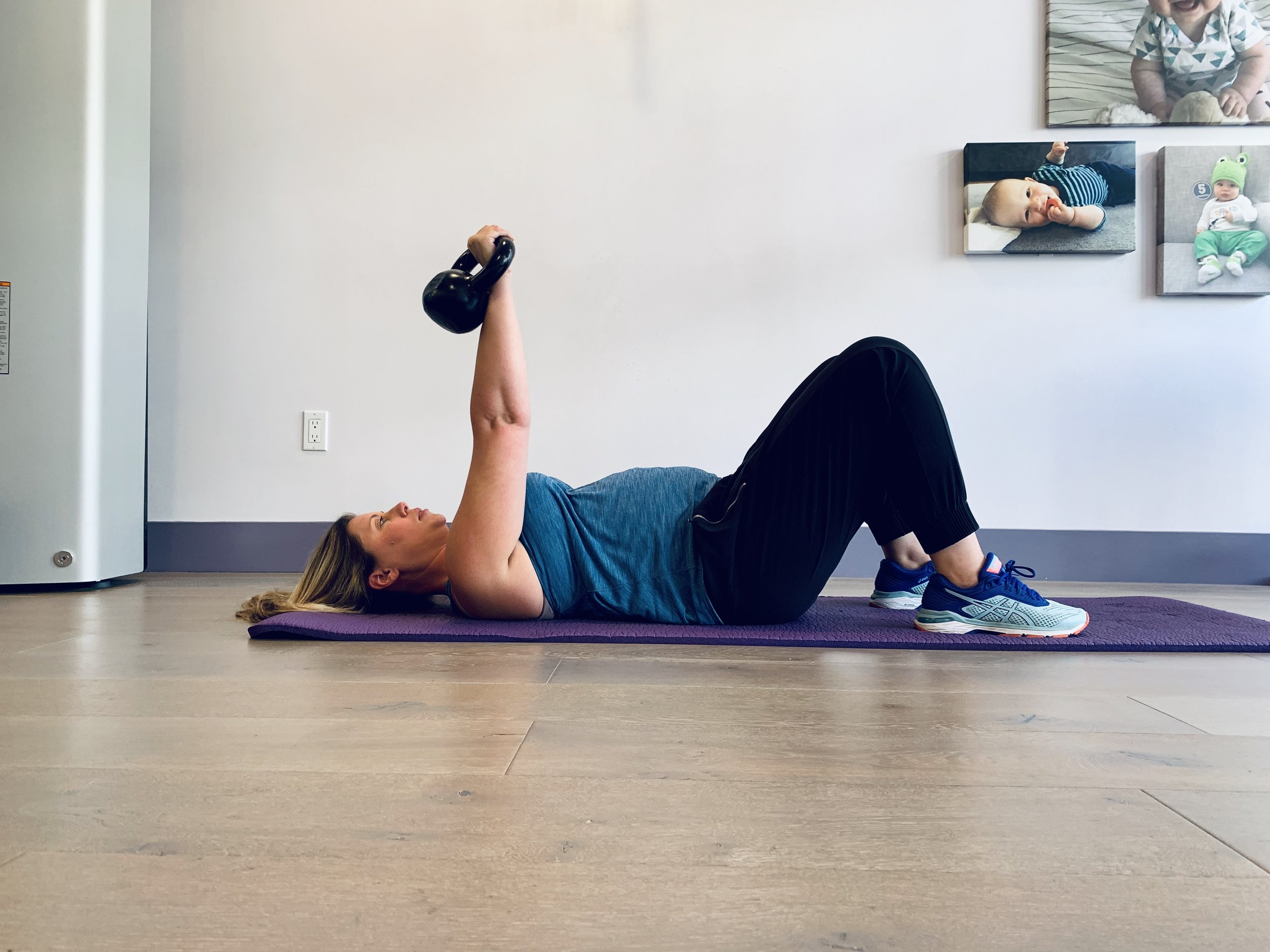 30 weeks pregnant and exercising on her back
