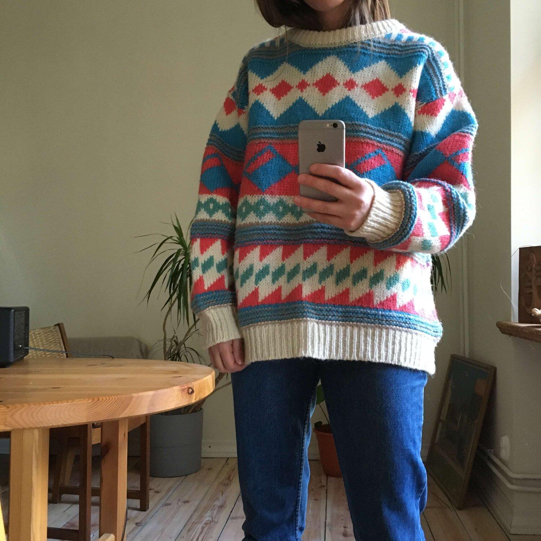 Vintage Coral Wool Scandinavian Sweater — VETER VINTAGE