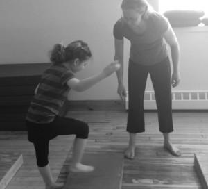 5 1/2 YEAR OLD SCARLETT LEARNS HOW TO WALK OVER BLOCKS
