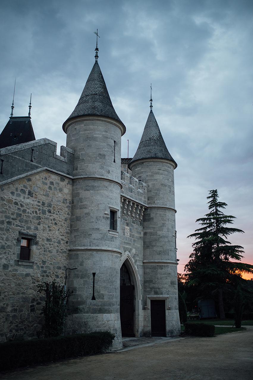 Chateau de Lisse - gate nigth.jpg