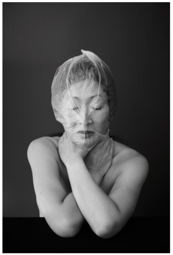 """Billedet indgår i værket, visibleINvisible, hvor kunstneren tager udgangspunkt i sin egen adoption fra Korea. Se hele værket ved at klikke på billedet. Copyright: """"conscious apnea"""" by visibleINvisible: Hojung Audenaerde & Bruno Figueras – www.visibleINvisible.es"""