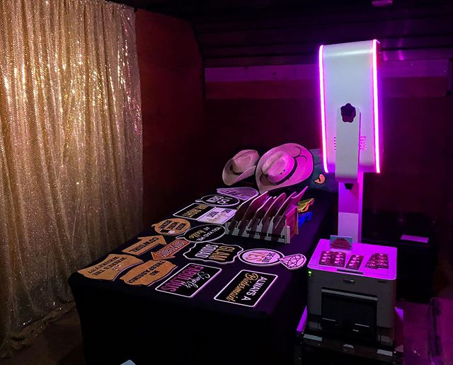 Our colorful LED photo booth! 😍 We also offer scrapbooks for your guests to add their photos and write a special message inside 🥰 Check out our website for package details. Link is in bio 🤓