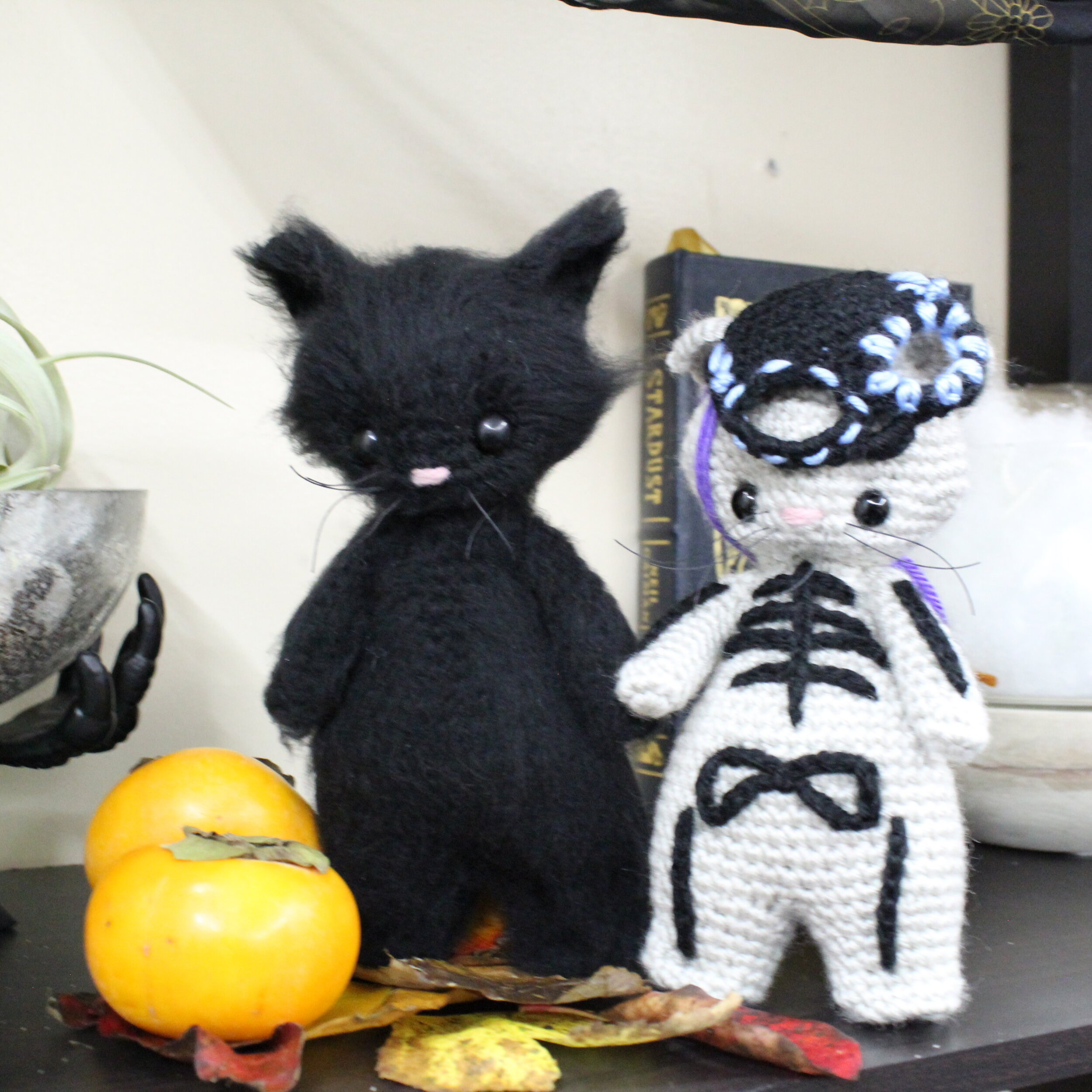 Free Crochet Amigurumi Halloween Black Cat Pattern | 1000x1000