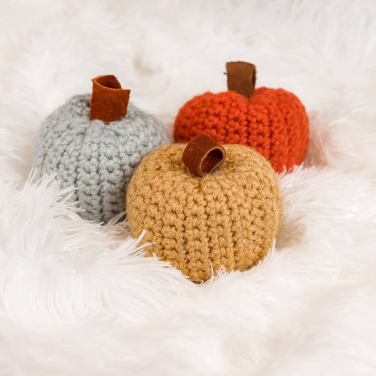You guys are loving these easy beginner pumpkins, and I love that you love them! - Thinking about making a knitted pumpkin for free on my blog too. Actually, I have it nearly complete! ? - So stay tuned for that! ??? . . . #beginnercrochetpattern #crochetpumpkins #crochetforbeginners #crochetnovice #newtocrochet #yarnlove #fallcrochet #autumncrochet #crocheting #instacrochet #crochetcraftfair #craftfairseason #fallprep #cozyvibes #lionbrandyarn #knitstagram #yarnaholic #bhooked #thehappynow #chunkyknits #makersgonnamake #craftastherapy #moderncrochet #psimadethat #slowfashion #modernmaker #createmakeshare #craftsposure