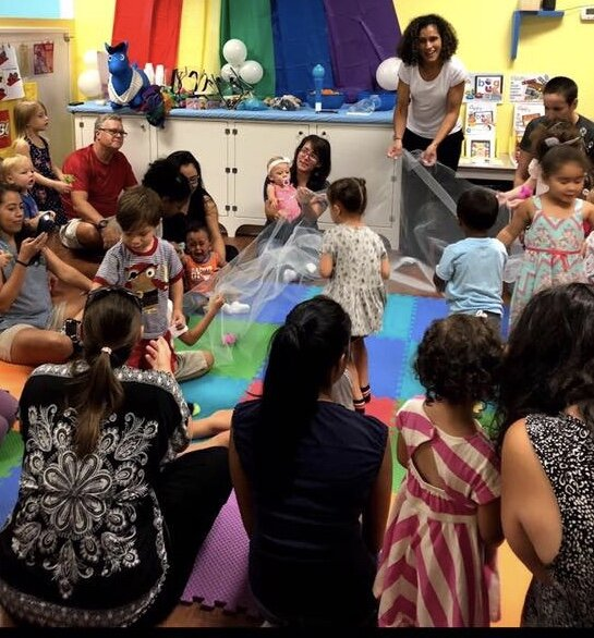 Lil' Amigos - Lil' Amigos is a fun & active class, in Spanish, featuring bubbles, shakers, scarves, sticks, parachute play & more. This class is for ages 5 & under & included with Open Play admission & passes, no reservations needed. Classes take place on Monday's, during Open Play, from 10:15-10:45 & occasional Saturday's (please see our monthly calendar for dates)