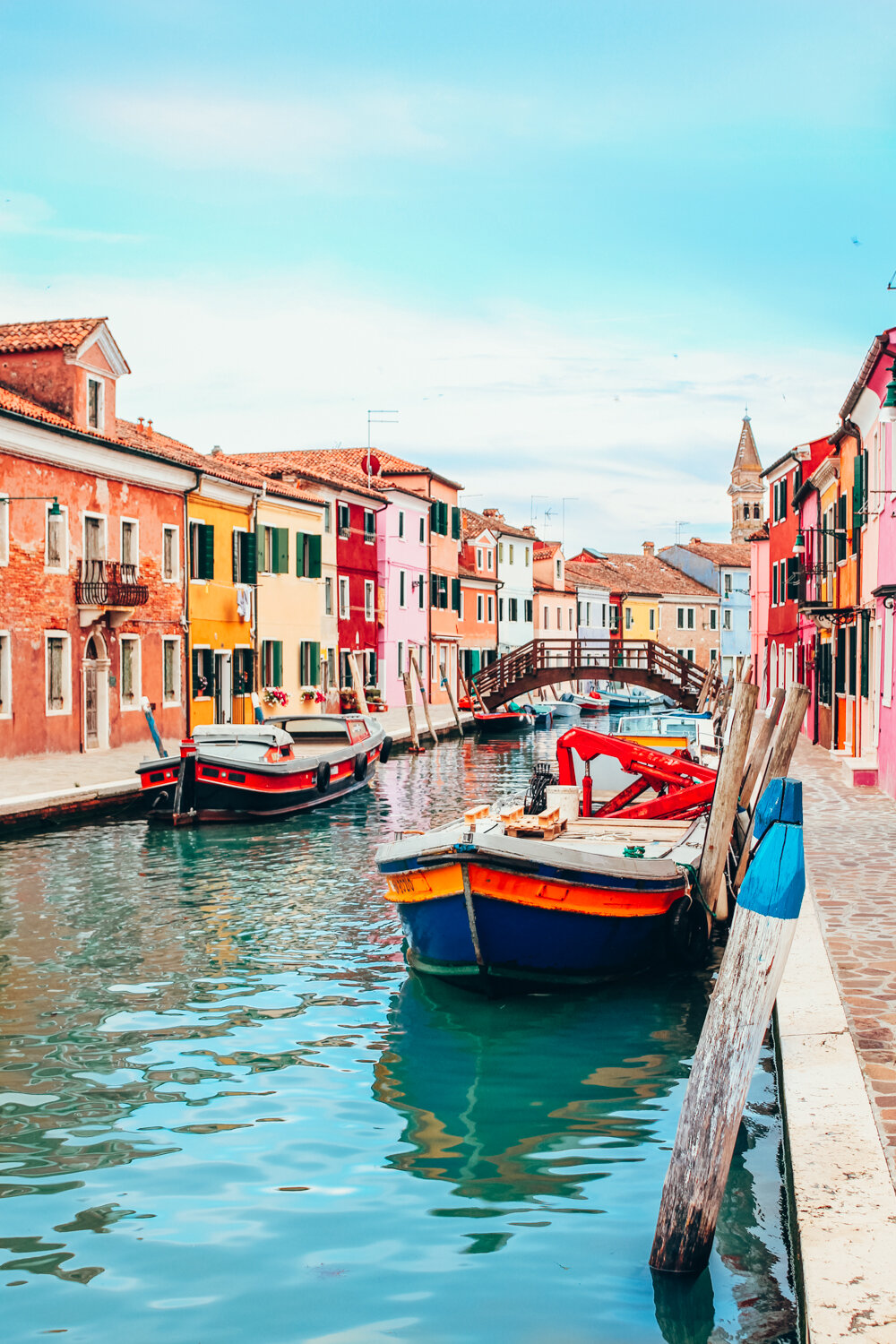 The colourful buildings in Venice are just amazing. When the sun is shining everything looks so bright and you can feel like you are in a fairytale.