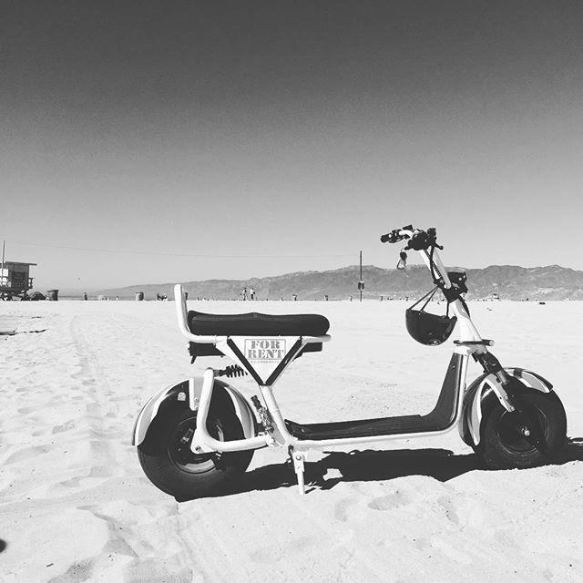 #byke #byke_la #sand #beach #california #electricbike #sunnyday #whiteandblack #bikerentals