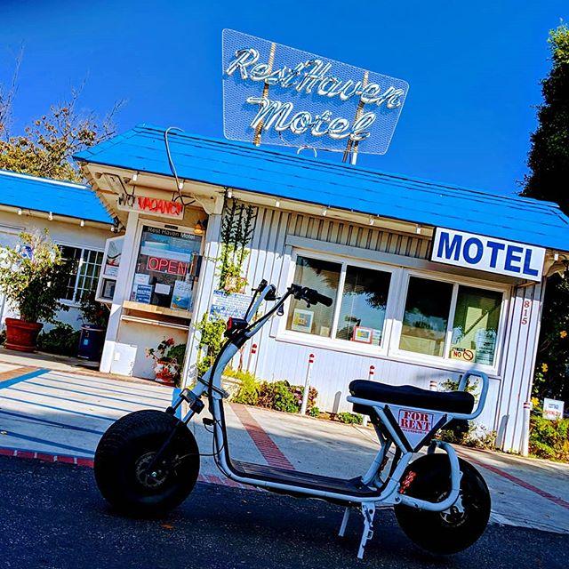 Beautiful old Motel in Santa Monica! #byke #byke_la #california #santamonica #nature #electricbike #electricscooter #beach #ride #photography #keepitclean #boss #losangeles #art #bluesky #sky