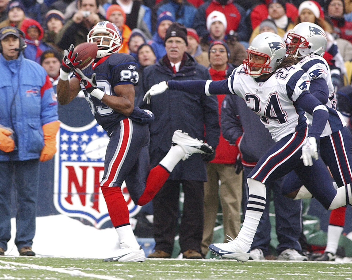 Buffalo Bills Lee Evans comes up with a Losman pass with 10:28 left in the first quarter. The play was called back due to an offensive penalty. The Bills went on to loose to the New England Patriots 35 - 7 at Ralph Wilson Stadium in Orchard Park in an AFC match up on Dec. 11, 2005.