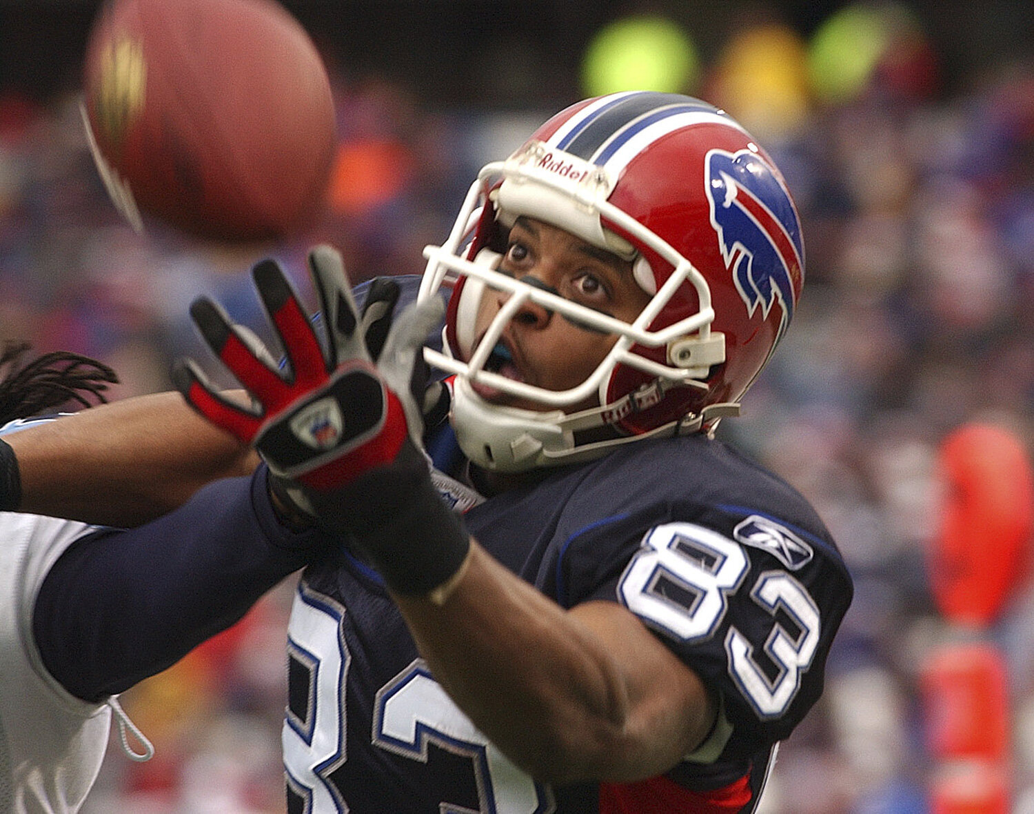 Buffalo Bills wide receiver Lee Evans watches as the ball just misses his hands in the final minutes of the second quarter against the Titans at Ralph Wilson Stadium in Orchard Park, NY on Dec. 24, 2006.