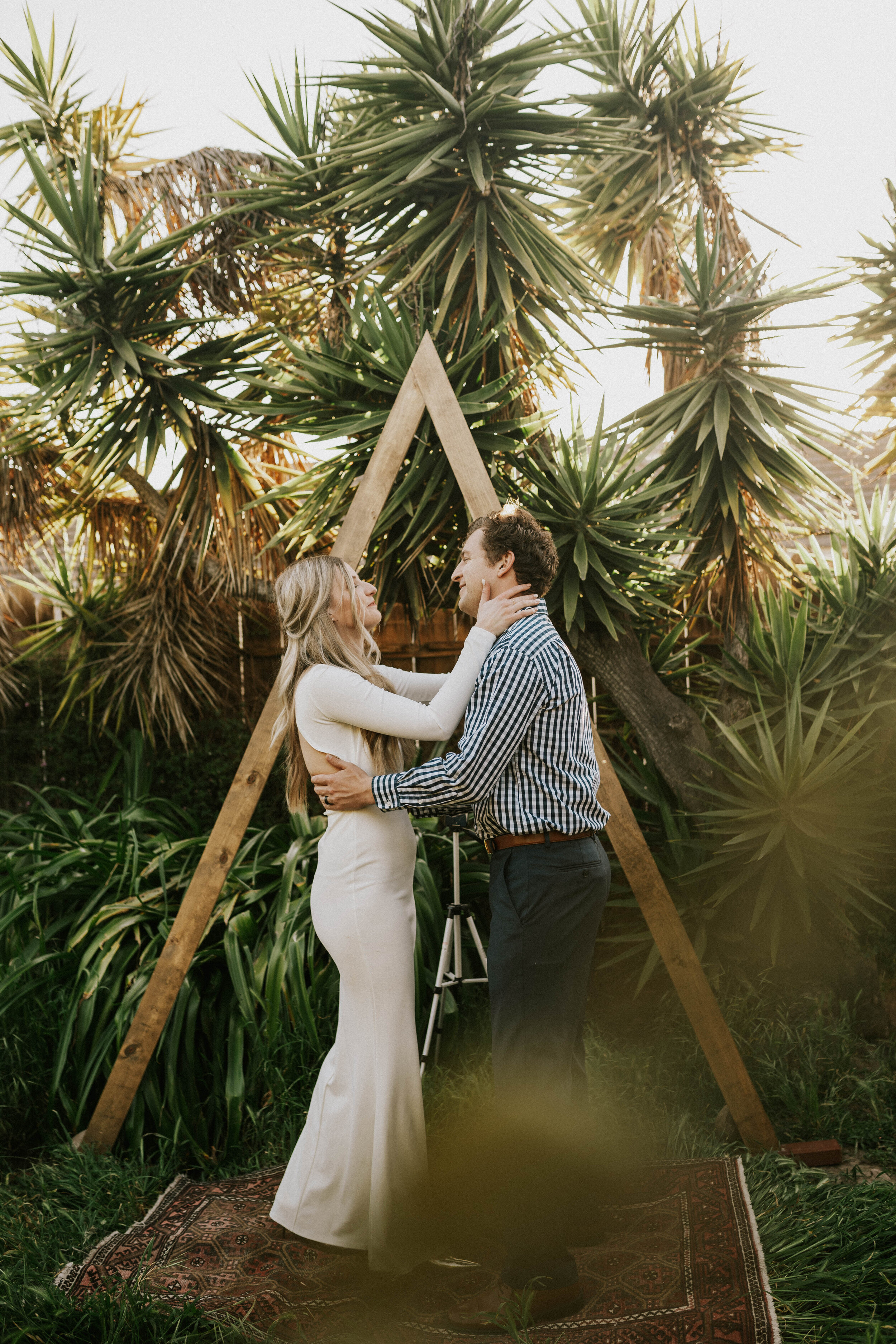 Intimate Tropical Backyard Elopement Top San Diego Adventure Elopement And Wedding Photographer Lauren Turner Photography