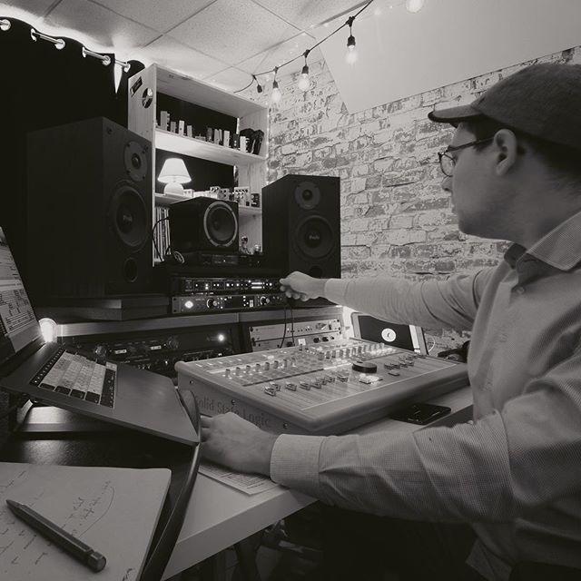 Léger ajustement du #transformateur en sortie de #mix pour pousser mon travail à un niveau supérieur 🚀 - - - #studio #mixage #enregistrement