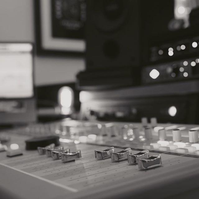 C'est après quelques heures d'automation que le morceau prend vraiment vie. Quel instant incroyable 🙌 - - - #ingenieurduson #mixage #studio