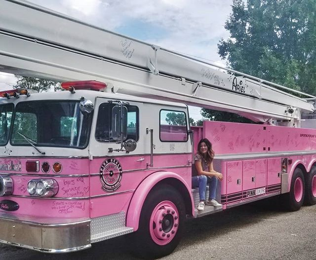 My dream pink fire truck! 🍑💜🚒 I still remember the day I painted a fire truck in pink when i was 5.  My kindergarden teacher scolded me and asked me to change the color but I resisted not to.😂 夢のピンクの消防車!  今でもよく覚えてる。5才の時、幼稚園の写生会で消防車をみんなで描いた。私だけピンクの消防車を描いたら先生に色を変えなさいと叱られた。でも変えないと抵抗した😂  #pinkfiretruck #pinkheals #women #empoweringwomen #fightforcancer  #消防車