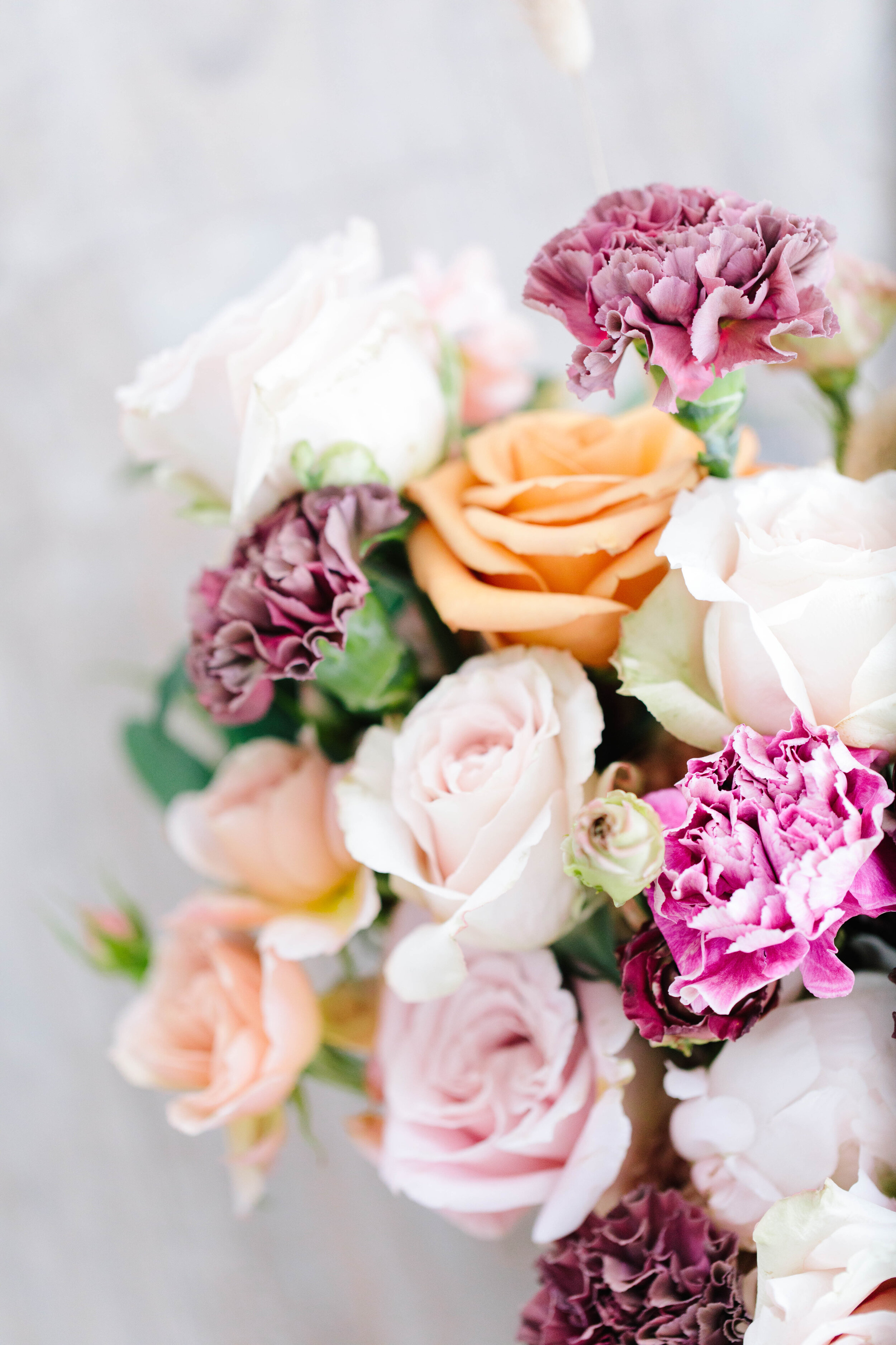 wedding ideas on a budget wedding tips for bride wedding tips and hacks close up on bouquet picture inspiration romantic spring colors wedding bouquet greenery blush colored roses tips for the utah bride provo utah florist tricks #utahflorist #weddingplanning #claritylane #weddingbouquetinspiration #weddingflorals #softbrightlighting #provoutahflorist #provoutah #weddinginspo #provoweddingphotorapher