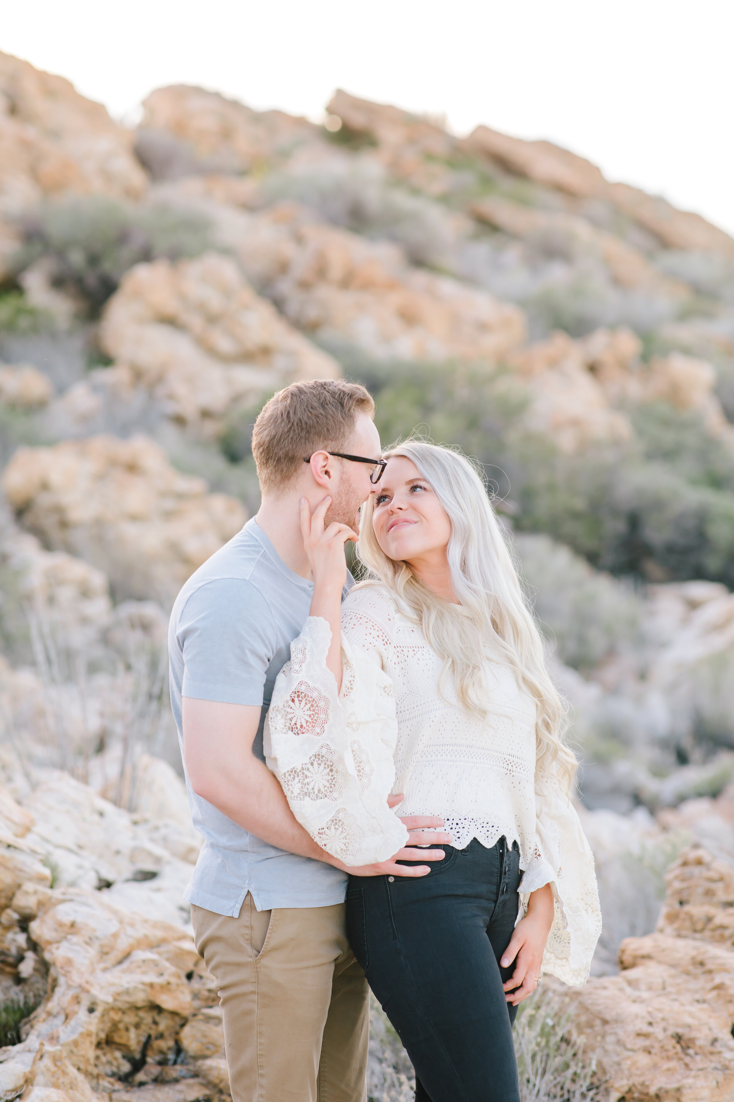 couple color scheme inspiration couple goals romantic getaway antelope island utah destination ideas soon to be bride and groom husband and wife to be cool tonnes engagement photo shoot casual outfit inspiration for engagements cute couple #couplegoals #engagements #antelopeisland #couplekissing #engagementoutfitinspo #locationinspo #romantic #outside #engagementposes #engagementideas #weddingring