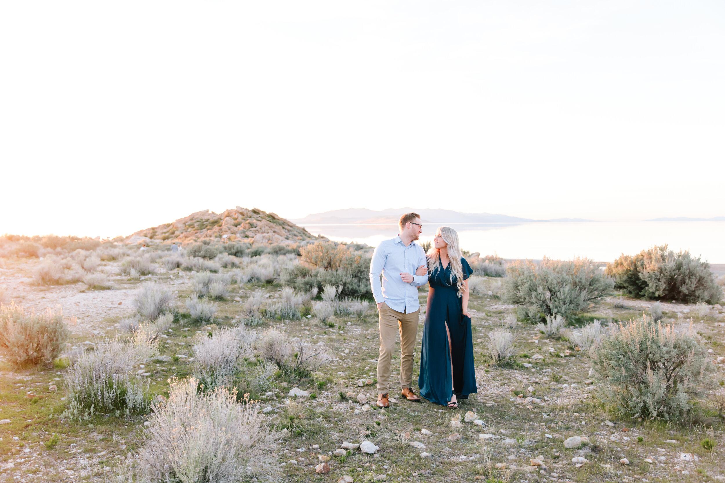 #couplegoals #engagements #antelopeisland #couplekissing #engagementoutfitinspo #locationinspo #romantic #outside #engagementposes #engagementideas #weddingring