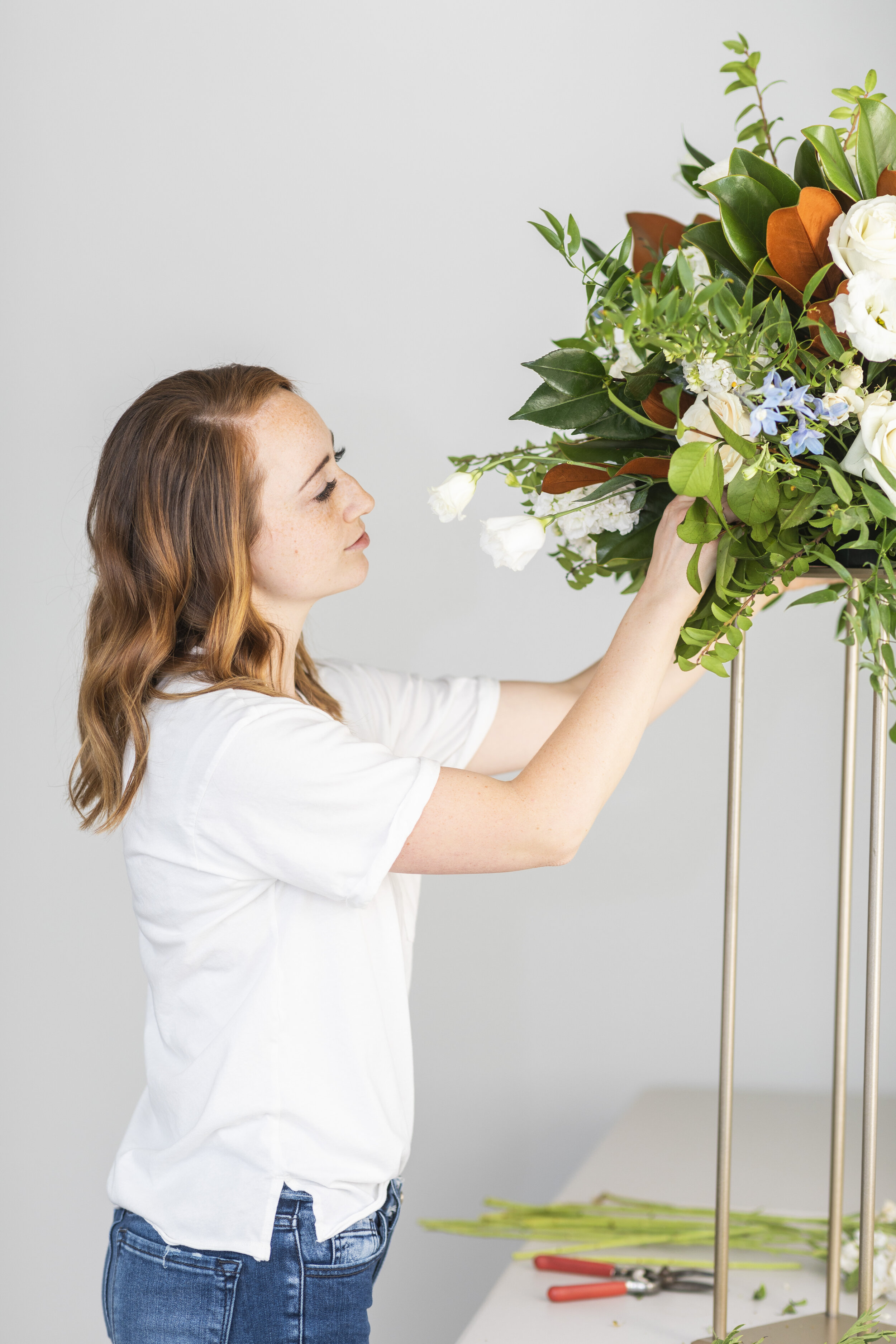 see a florist in her element sarah will show you pictures that showcase her ideas style and aesthetic of her floral creations tip from a professional florist learn how to hold your bouquet for wedding pictures so your flowers look  their best sarah from blushing rose floral  #floristtips #tipsandtricks #vendorspotlight #blushingrosefloral #florist #utahcounty #wedding #inspiration #help #flowers