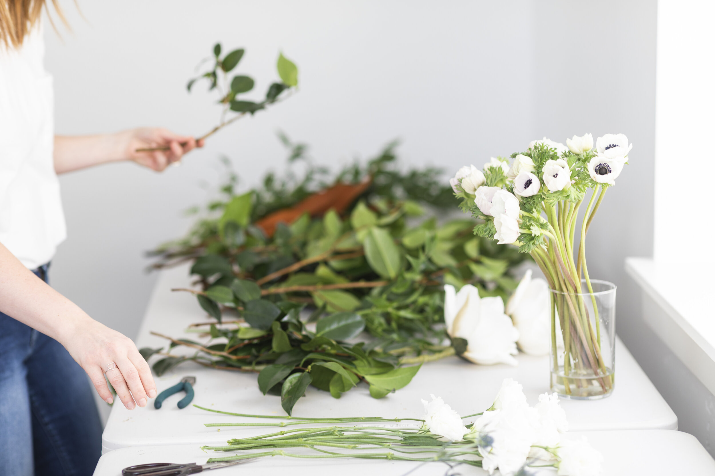 looking for a florist for your big day sarah at blushing rose floral is a perfect choice utah county florist she has a true passion for floral design blue white and orange floral arrangements beautiful greenery have a general idea of what your would like flower love inspiration #floristtips #tipsandtricks #vendorspotlight #blushingrosefloral #florist #utahcounty #wedding #inspiration #help #flowers
