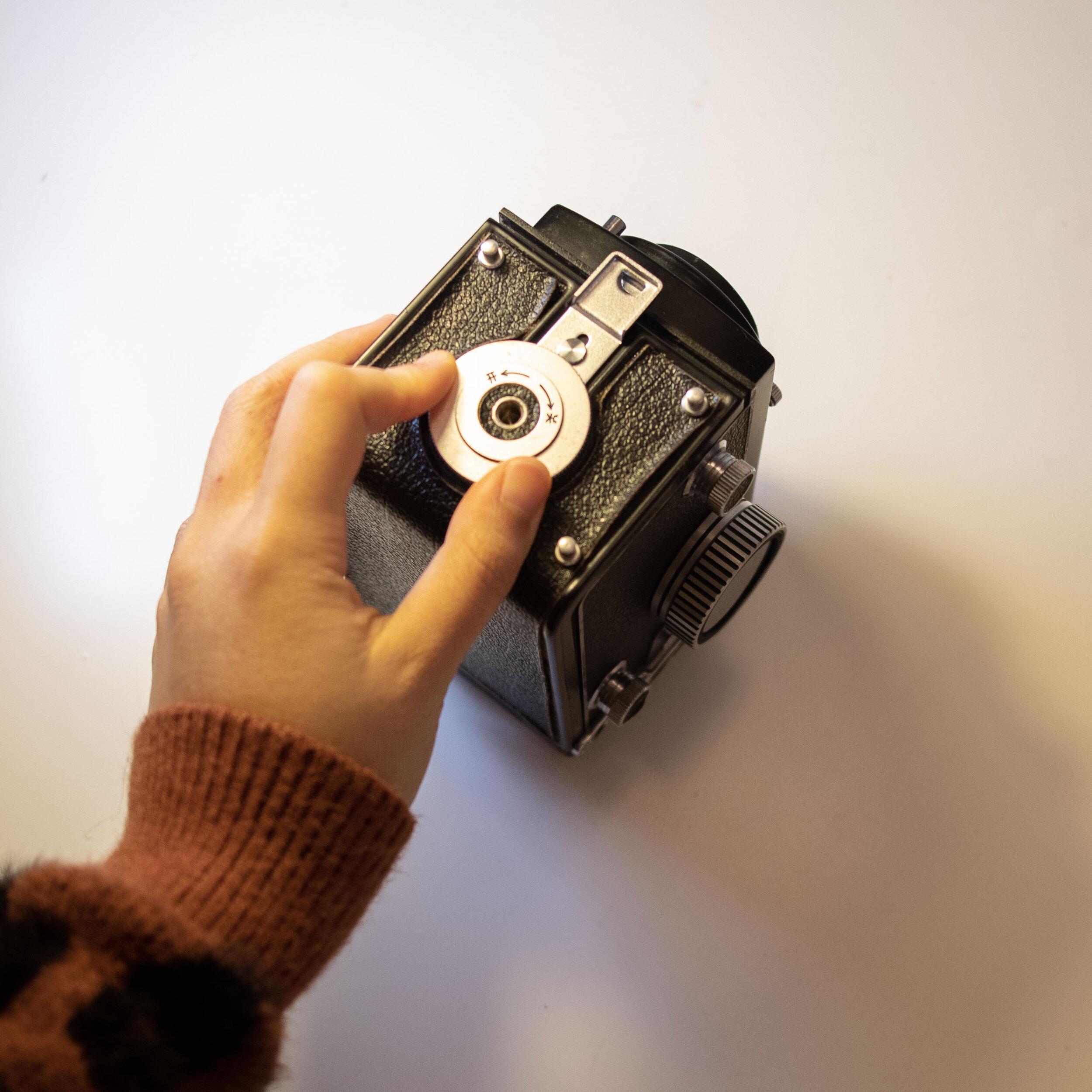 unlock tlr film camera
