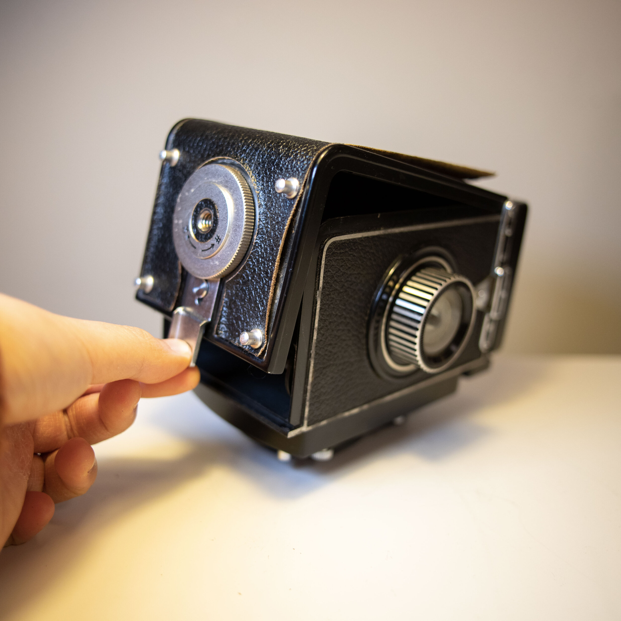 open tlr film camera cover