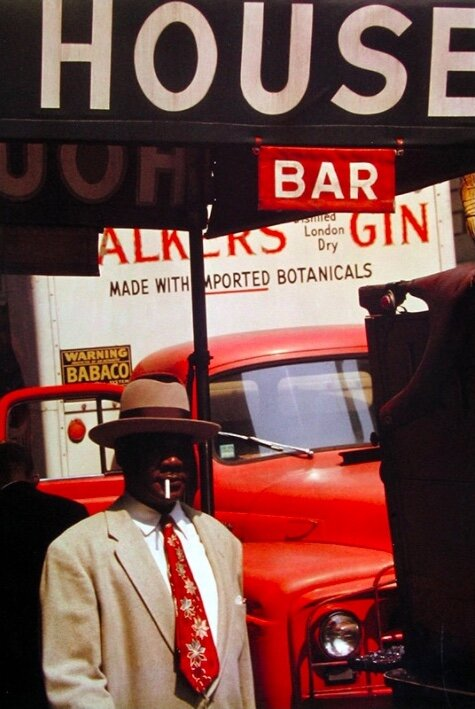 Photo by Saul Leiter, titled 'Harlem', (1960).