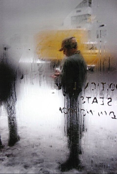 Photo by Saul Leiter, titled 'Snow', (1960).