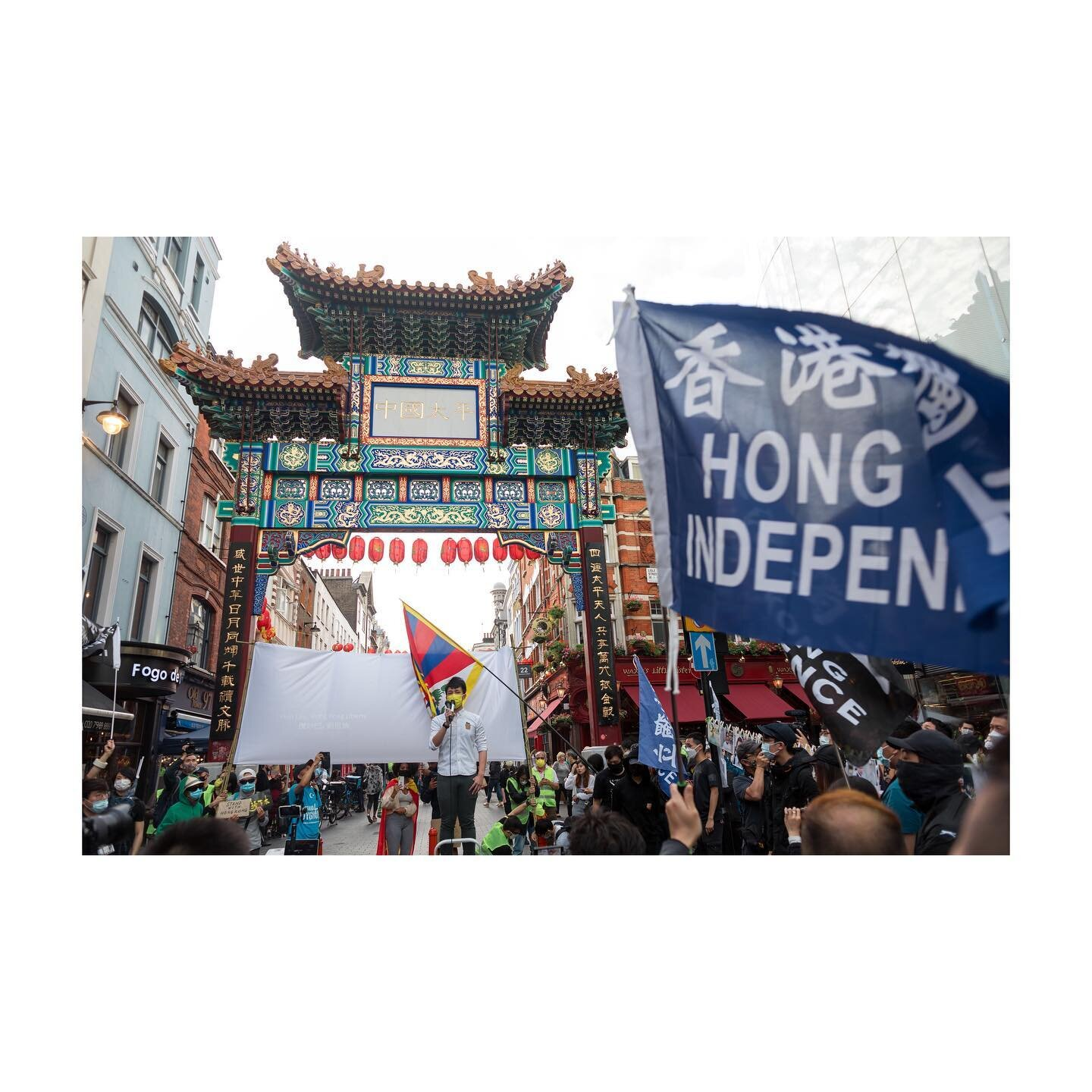 Photojournalism on @bbcnews   1st July in China Town - the Hong Kong diaspora was seen gathering, led by @hkaid.uk, at Chinatown to express solidarity against the Chinese Communist Party, in light of the passing of the National Security Law. Hong Konger activist-in-exile @finnlau_cd, founder of @standwithhk_ ,was seen giving a speech during the rally.  #londonphotographer #londonphotography #londonphotojournalist #ukphotogtapher #ukphotojournalist #photojournalist #photojournalism #documentaryphotography #documentaryphotographer #documentingbritain #womenstreetphotographers #londoncameraproject #womenphotograph