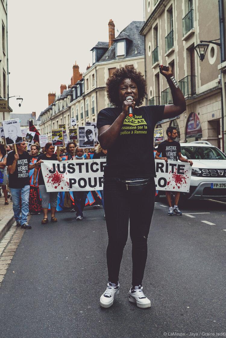 Awa Gueye exige qu'une reconstitution ait lieu    dans la mort de son frère, Babacar, en 2015,    lui aussi abattu par la BAC de Rennes.  ©LaMeute - Jaya