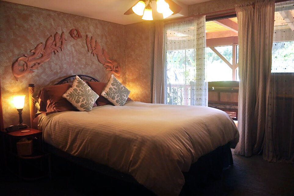 Nai'a Guest Room - The Nai'a, or Dolphin Room, is perfect for the budget-minded traveler.