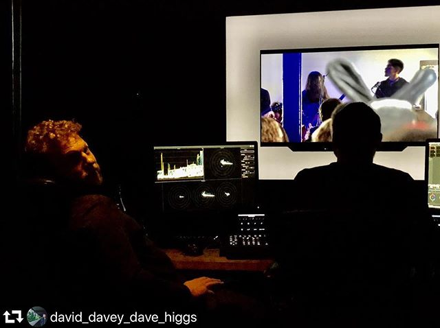 Last steps before the finish line! Director @markusrobertschroder and colourist @tobytomkins at @cheat_it to give the film some great colours!! #repost @david_davey_dave_higgs ・・・ Grading the new doc at @cheat_it @tobytomkins @markusrobertschroder @mind_mending 🙌🥳